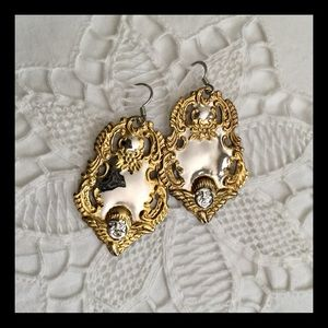 Jewelry - Vintage 'luggage tag' repousse earrings